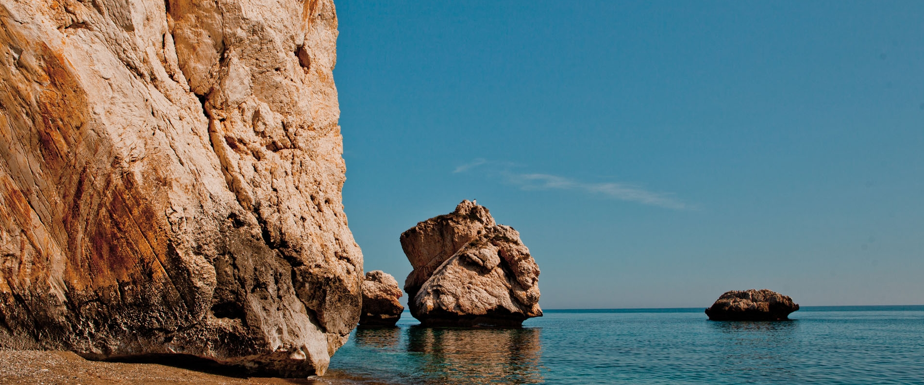 Petra tou Romiou: a scenic beach located between Limassol and Paphos