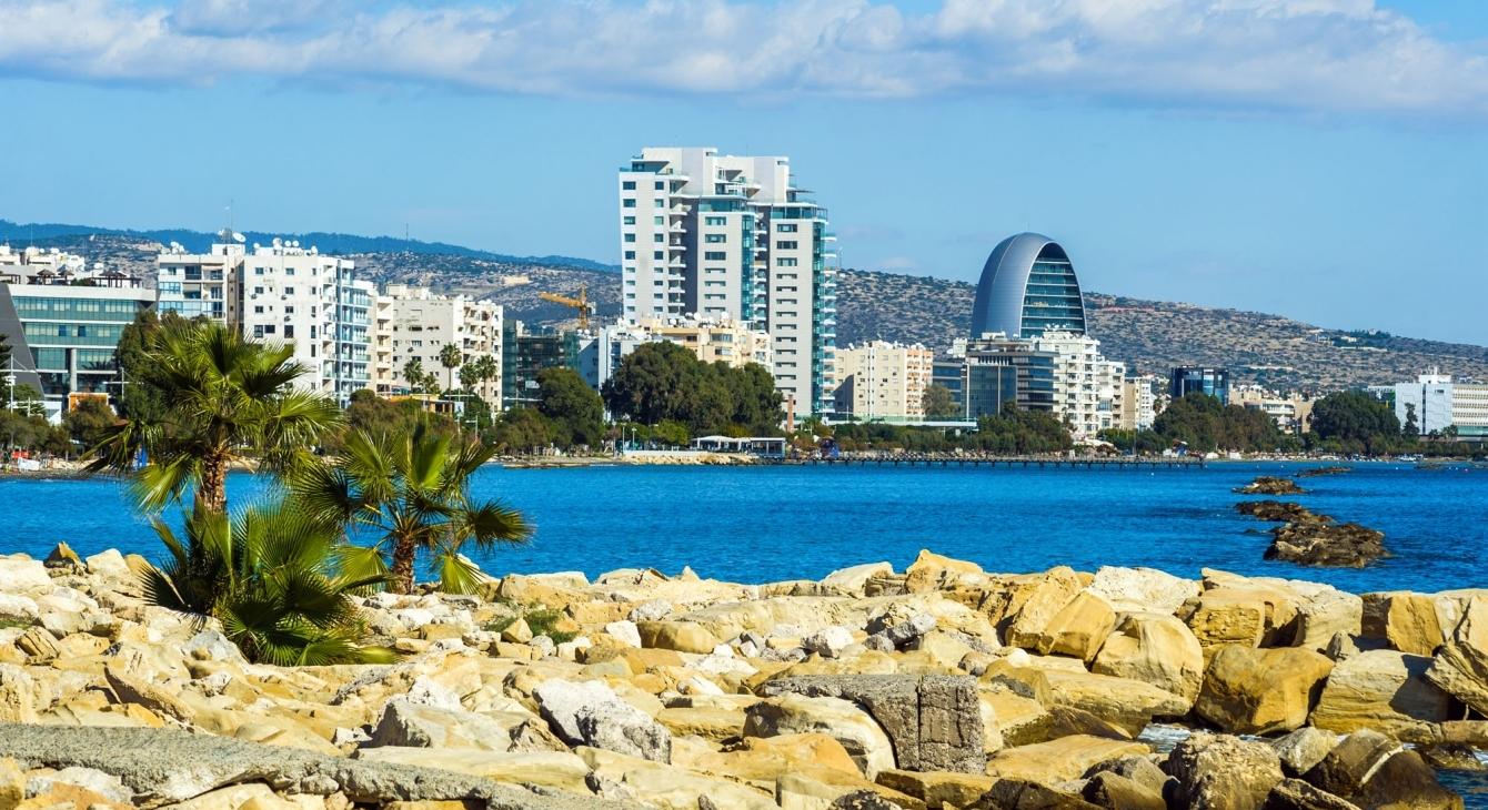 Кому на Кипре жить дешево…